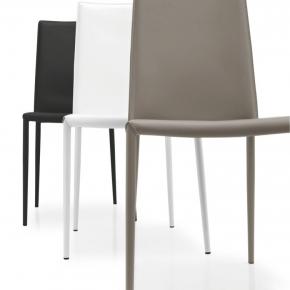 set di quattro graziose sedie da pranzo con schienali a ...